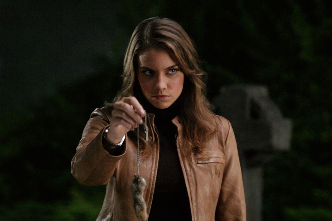 Versucht alles, um im Besitz den verzauberten Hasenfußes zu bleiben: Bela (Lauren Cohan) ... - Bildquelle: Warner Bros. Television