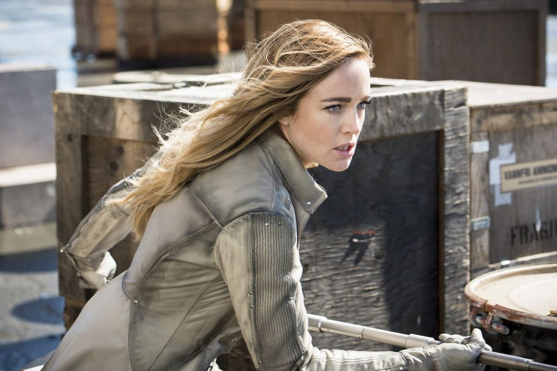 Sara alias White Canary (Caity Lotz) kehrt mit dem restlichen Team ins Jahr 2016 zurück und während jeder für sich entscheiden muss, wie weit er für... - Bildquelle: 2015 Warner Bros.
