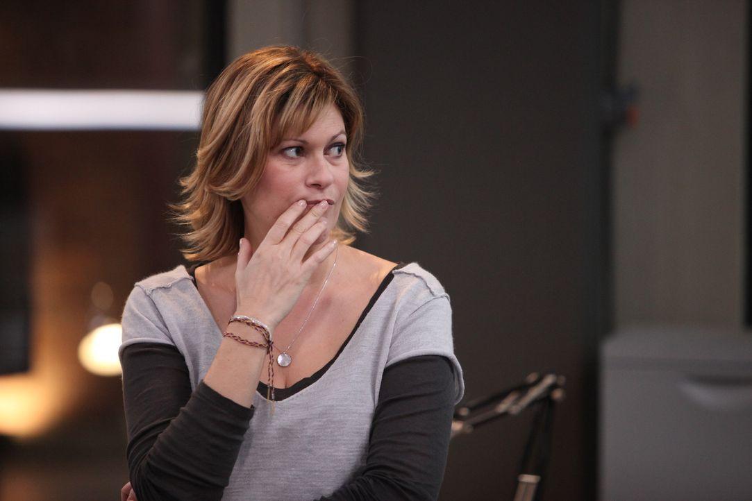 Der neuste Fall trifft Fred (Vanessa Valence) sehr, denn sie und Hyppolite haben die Leiche gefunden ... - Bildquelle: Xavier Cantat 2011 BEAUBOURG AUDIOVISUEL