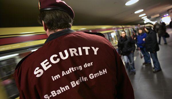 Sicherheitspersonal bei der Nachtschicht. - Bildquelle: dpa