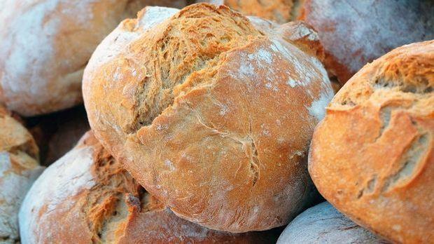 Die Ausgangsbasis fürs Zupfbrot: ein Laib ganz normales Brot. Ob Weiß-, Misch...