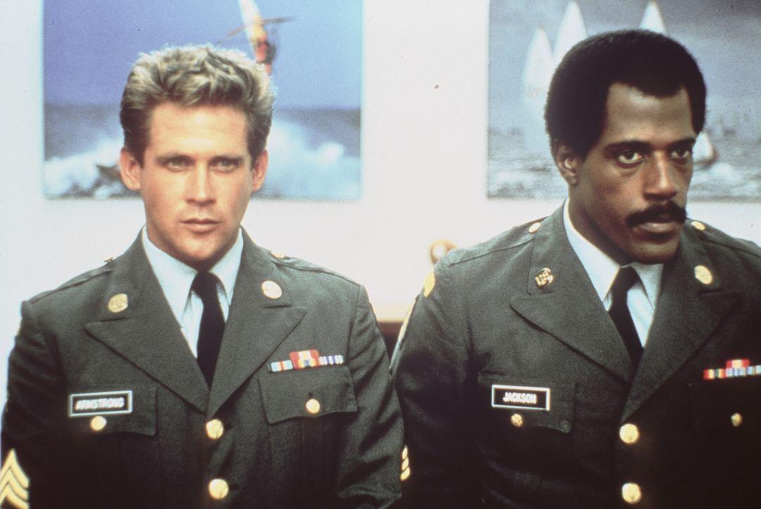 Joe Armstrong (Michael Dudikoff, l.) und sein Kamerad Curtis Jackson (Steve James, r.) werden mit einer tödlichen Mission betraut ... - Bildquelle: Cannon Films