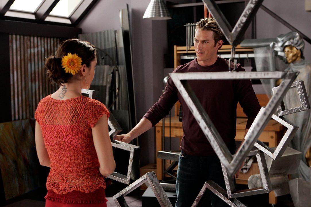 Werden Phoebes (Alyssa Milano, l.) Visionen Wirklichkeit werden und wird sie den Künstler Dex (Jason Lewis, r.) heiraten? - Bildquelle: Paramount Pictures