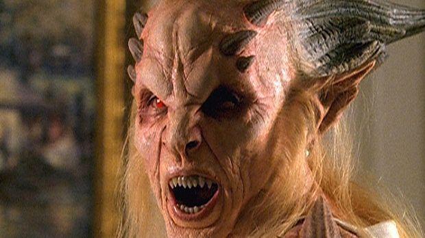 Hinter der gut aussehenden Jade D'Mon verbirgt sich die Göttin Hekate (Sara R...
