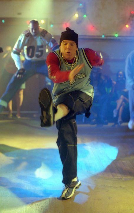 Um die Gangster dingfest machen zu können, schmeißt sich Peter (Steve Martin) in HipHop-Klamotten, legt sich den entsprechenden Slang zu und wagt... - Bildquelle: Touchstone Pictures