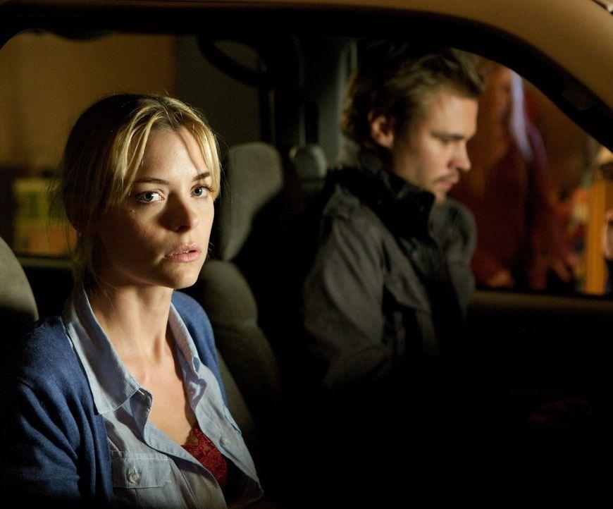 """Izaak """"Ike"""" Koffin (Patrick Flueger, r.) zwingt die vollkommen verängstigte Beth Sohapi (Jaime King, l.) dazu, Dinge zu tun, die sie nie wieder verg..."""