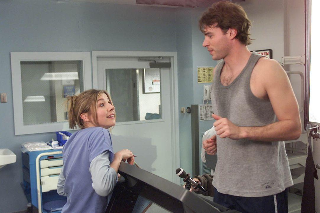 Elliott (Sarah Chalke, l.) macht ihrem neuen Patienten Sean (Scott Foley, r.) Avancen, doch dieser ist so sehr mit seinen Neurosen beschäftigt, dass... - Bildquelle: Touchstone Television