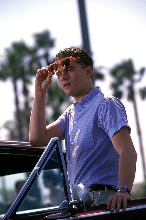 Als sein Vater, unschuldig in die Mühlen der Justiz gerät, reißt der 16-jährige begabte Schüler Frank Abagnale Jr. (Leonardo DiCaprio) von Zuhause a... - Bildquelle: TM &   2003 DreamWorks LLC. All Rights Reserved