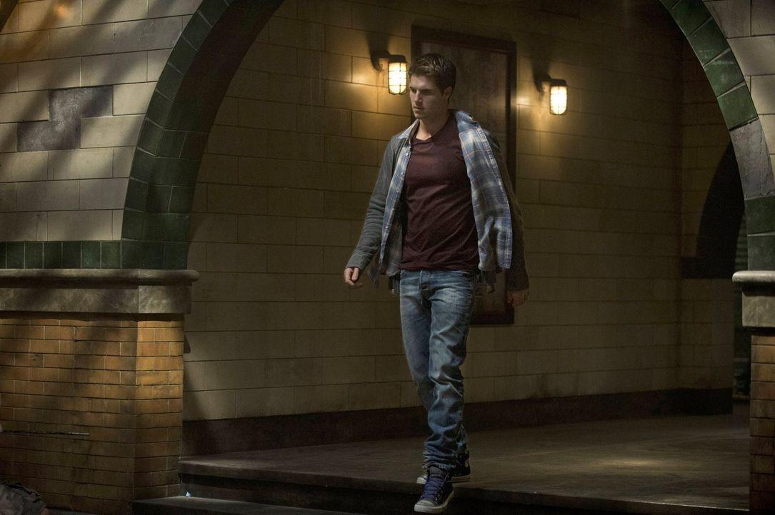 """Kann Stephen (Robbie Amell) eine Freundin aus den Fängen von """"Ultra"""" befreien, ohne die eigene Deckung aufzugeben? - Bildquelle: Warner Bros. Entertainment, Inc"""