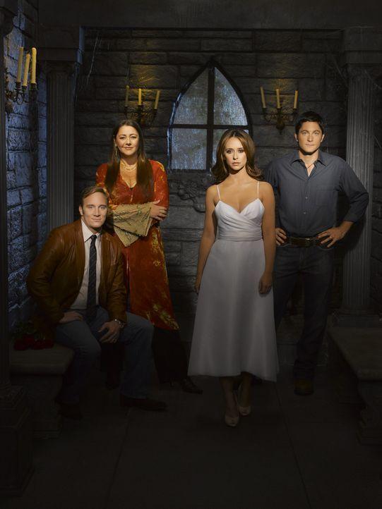 (3. Staffel) - Melinda (Jennifer Love Hewitt, 2.v.r.) ist immer wieder auf die Hilfe von ihrem Mann Jim (David Conrad, r.), ihrer Freundin Delia (Ca... - Bildquelle: ABC Studios