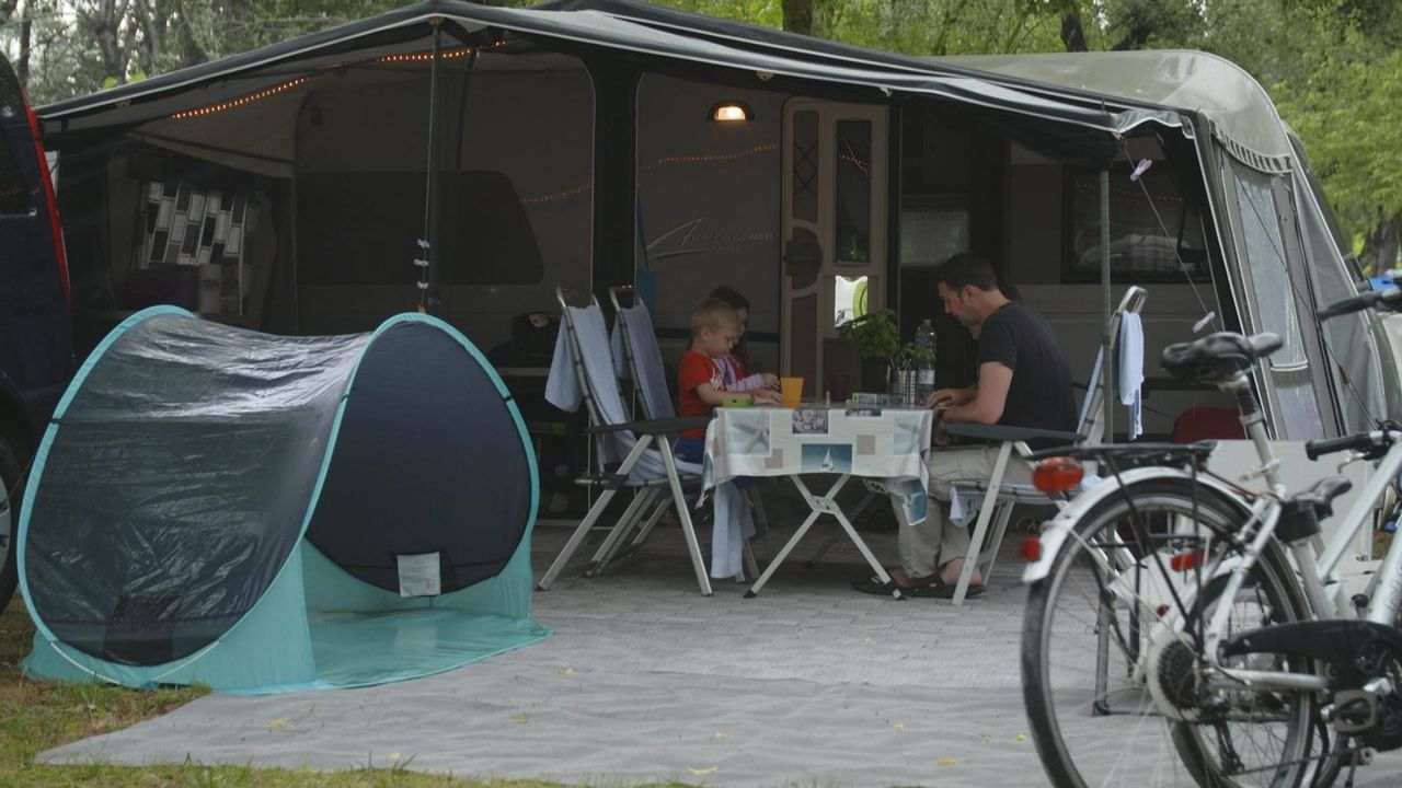 Heute geht es an den Campingplatz Marina di Venezia vor der Lagune Venedigs. Mit 2035 Stellplätzen ist er der größte Campingplatz Europas. - Bildquelle: kabel eins