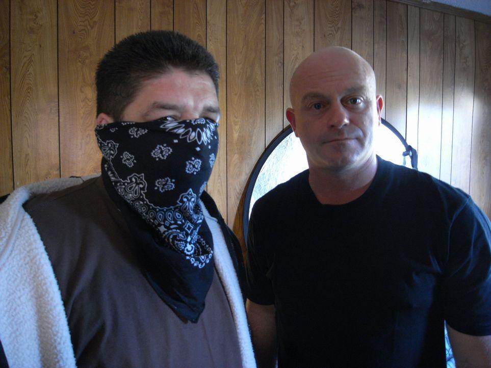 Ross Kemp (r.) trifft in Los Angeles auf ein Ex-Mitglied der mexikanischen Mafia ... - Bildquelle: IMG Entertainment 2008