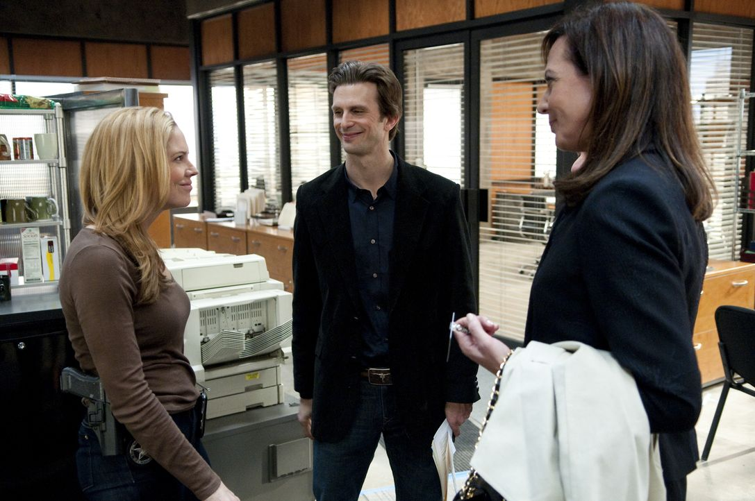 (v.l.n.r.) Mary Shannon (Mary McCormack); Marshall Mann (Frederick Weller); Allison Pearson (Allison Janney) - Bildquelle: Colleen Hayes USA Network/Colleen Hayes