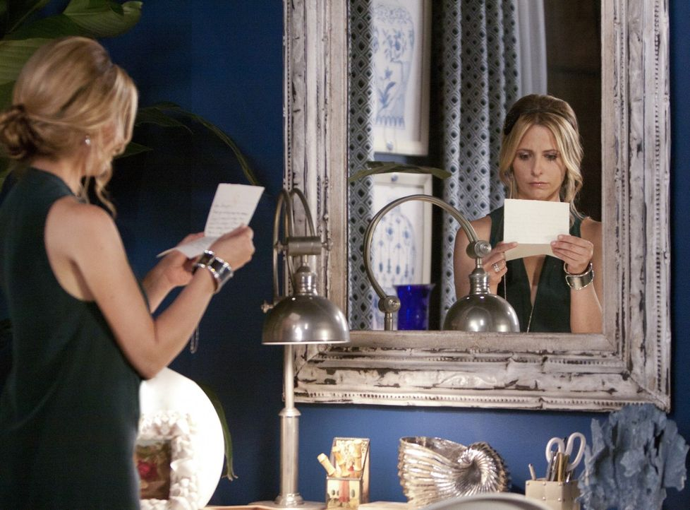 An ihrem Geburtstag muss Bridget (Sarah Michelle Gellar) ganz besonders an ihre Schwester Siobhan denken. Ist sie noch am Leben? - Bildquelle: 2011 THE CW NETWORK, LLC. ALL RIGHTS RESERVED