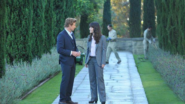 Ein neuer Mordfall beschäftigt Patrick (Simon Baker, l.) und Teresa (Robin Tu...