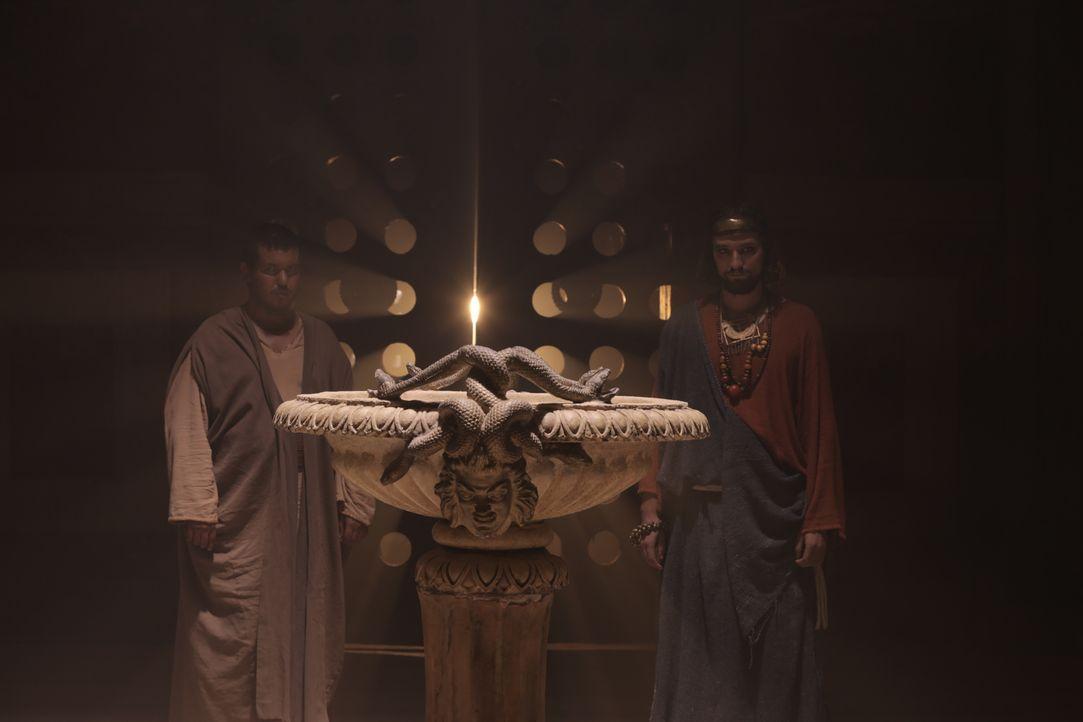 Der Apostel Simon trifft auf seiner Reise nach Armenien den bösen Zauberer Zaroes ... - Bildquelle: Arcadia Entertainment Inc.Production. 2015