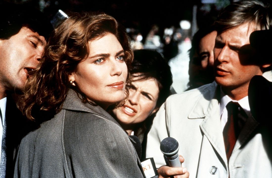 Staatsanwältin Katheryn Murphy (Kelly McGillis, 2.v.l.) rollt den Fall neu auf, indem sie die damaligen Zeugen auf die Anklagebank bringt ... - Bildquelle: Paramount Pictures