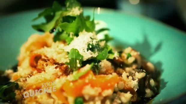 Hühnerfrikassee und Reis, verbunden als leckeres Risotto