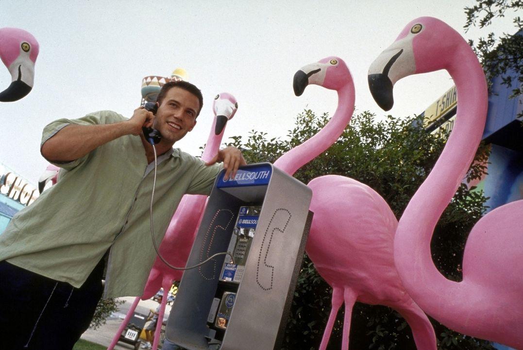Immer wieder muss Ben (Ben Affleck) seine Zukünftige vertrösten, denn noch ist kein Ende seiner Odyssee in Sicht ... - Bildquelle: TM+  1999 DreamWorks LLC. All Rights Reserved.