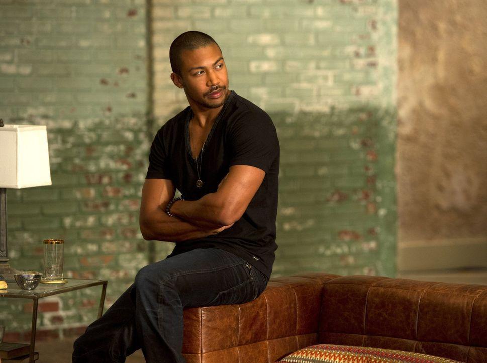 Als Marcel (Charles Michael Davis) von Esther ein Ultimatum bekommt, muss er auf besondere Allianzen zurückgreifen ... - Bildquelle: Warner Bros. Television