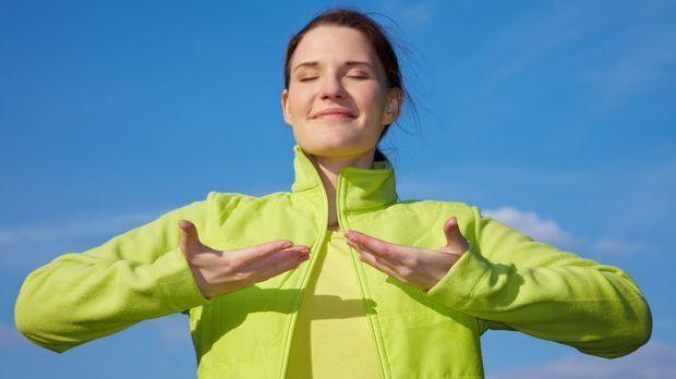 Eine vollständige Ein- und Ausatmung ist beim Yoga besonders wichtig.