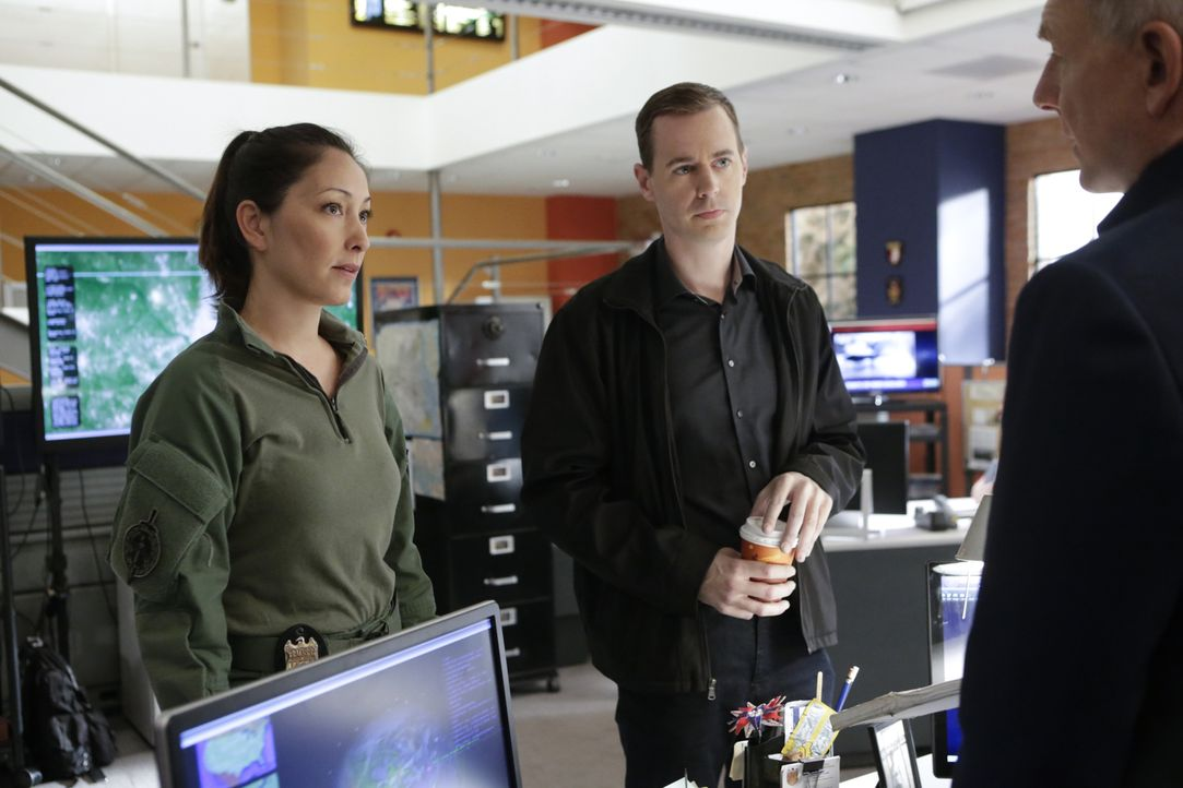Versuchen alles, um die entführte Tochter von Sarah Porter zu finden: NCIS Special Agent Valerie Page (Christina Chang, l.), McGee (Sean Murray, M.)... - Bildquelle: Neil Jacobs 2016 CBS Broadcasting, Inc. All Rights Reserved
