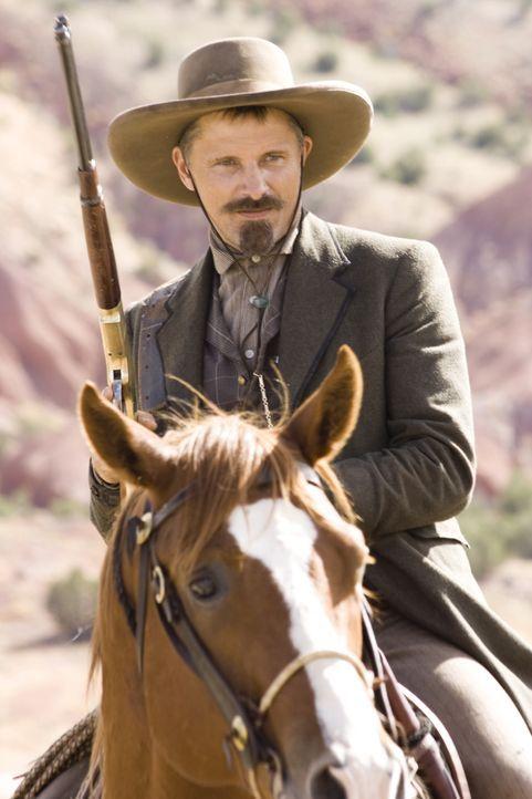 Auf einmal fällt die Freundin von Hitch seinem Partner Everett (Viggo Mortensen) um den Hals. Wie wird er darauf reagieren? - Bildquelle: Warner Bros.