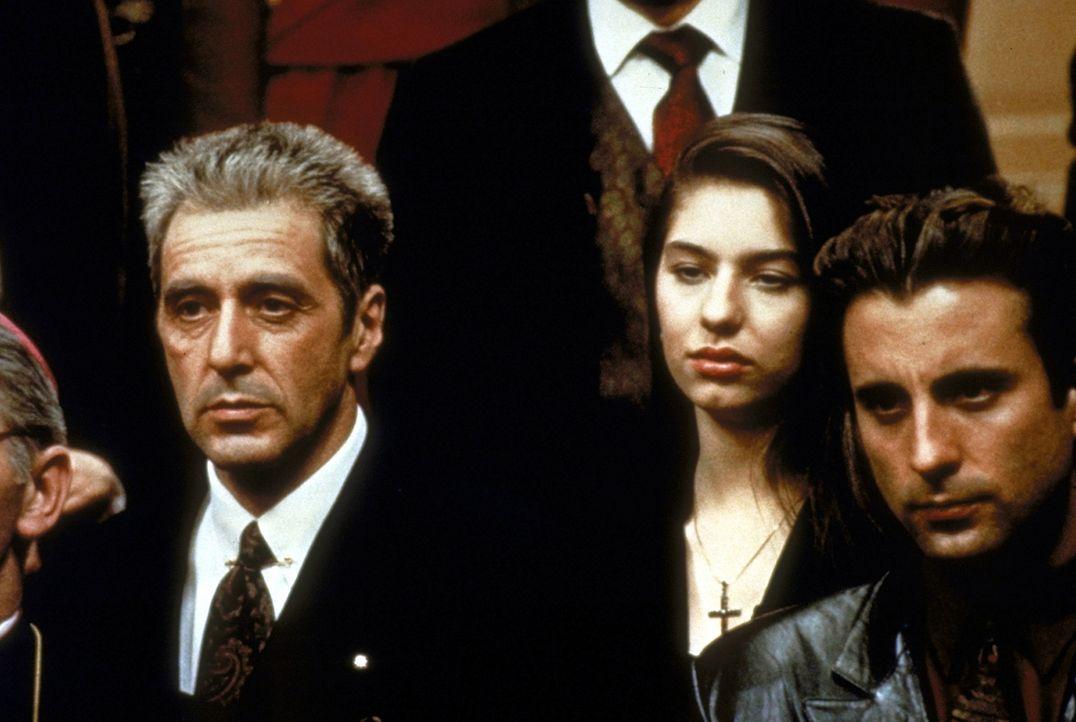 Für seinen Onkel ist Vincent (Andy Garcia, r.) sogar bereit zu töten: Er bewährt sich, als er Don Michael (Al Pacino, l.) das Leben rettet ... - Bildquelle: Paramount Pictures