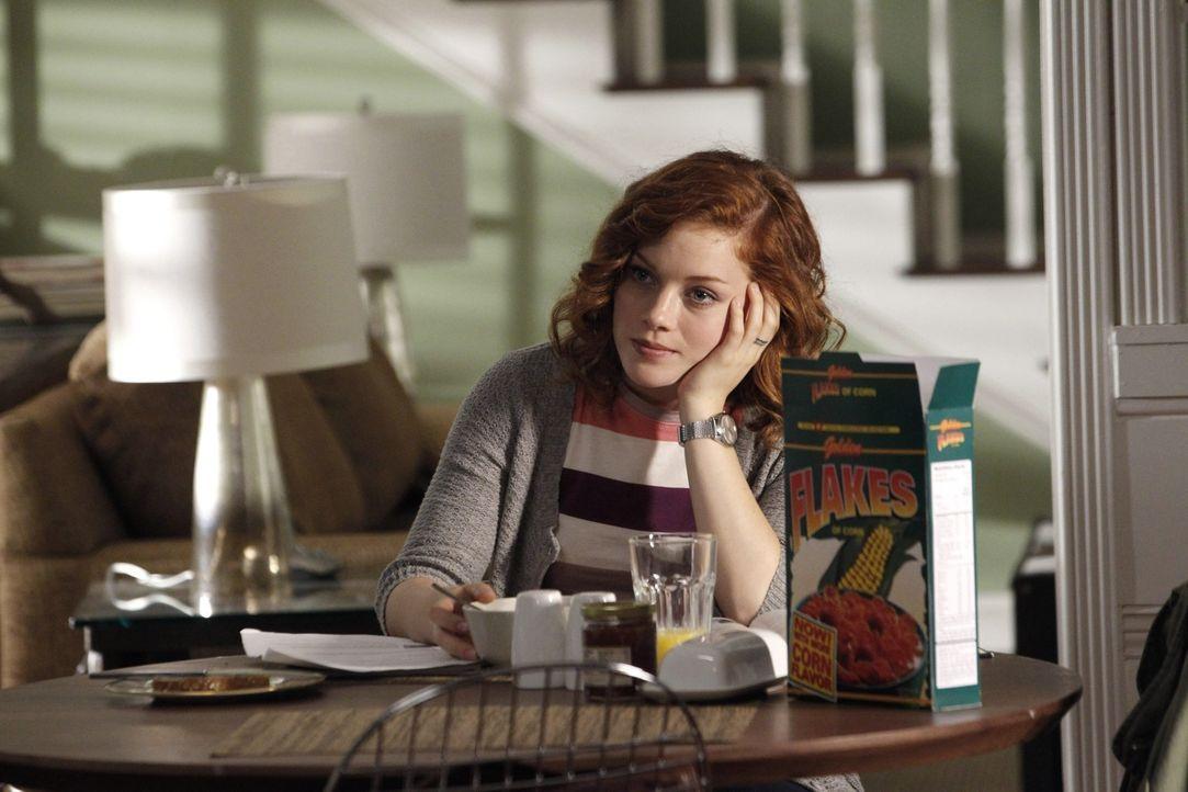 Für ihren 16. Geburtstag plant Tessa (Jane Levy) ein gemütliches Beisammensein mit ihren besten Freunden. Als Dallas vorschlägt, ihre Lieblingsba... - Bildquelle: Warner Bros. Television