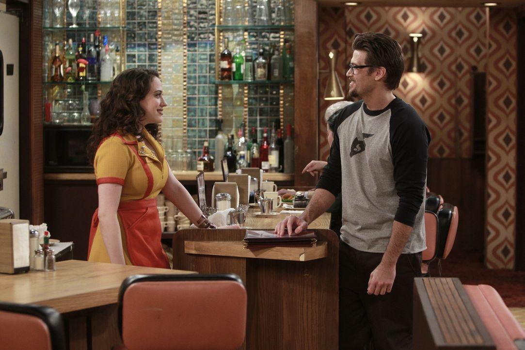 Sie kriegt ihn einfach nicht aus dem Kopf: Max (Kat Dennings, l.) fühlt sich von dem vergebenen Johnny (Nick Zano, r.) magisch angezogen. Da er des... - Bildquelle: Warner Brothers
