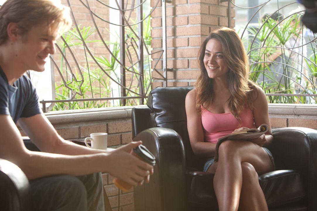 Seit vielen Jahren sind der beliebte Scott (Lucas Till, l.) und die attraktive Jules (Sarah Bolger, r.) ein Paar, ein platonisch liebendes Paar. Ein... - Bildquelle: Squareone/Universum