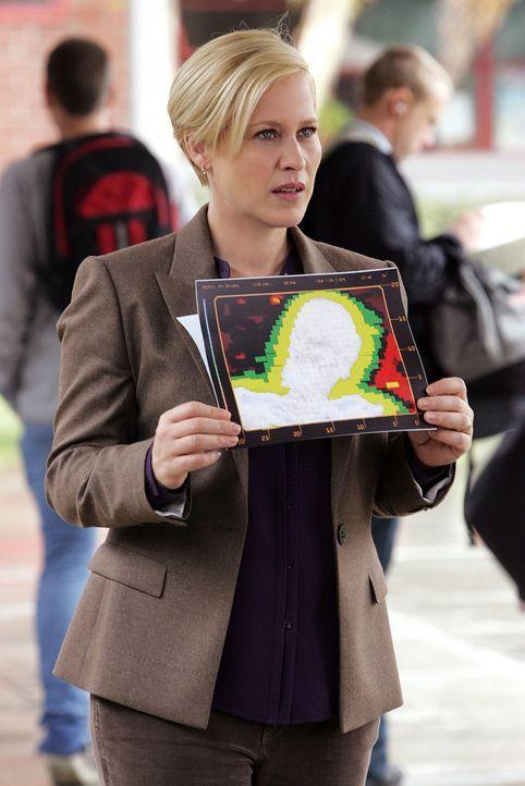 Bodenradar-Aufnahmen haben eine, in Beton begrabene Leiche geortet. Allison Dubois (Patricia Arquette) beginnt mit den Ermittlungen ... - Bildquelle: Paramount Network Television