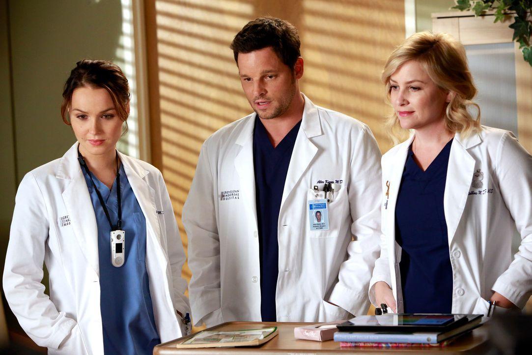 Kümmern sich liebevoll um einen kleinen Jungen: Arizona (Jessica Capshaw, r.), Jo (Camilla Luddington, l.) und Alex (Justin Chambers, M.) ... - Bildquelle: ABC Studios