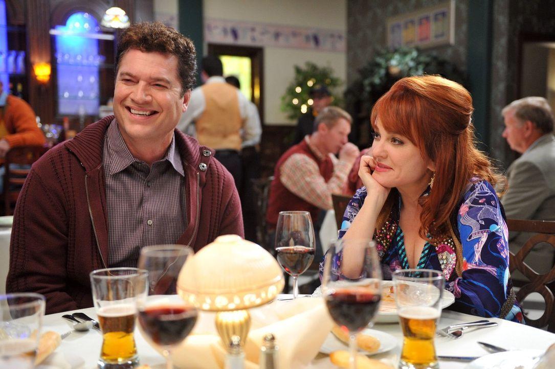 Frankie und Mike gehen am Valentinstag mit den Donahues und den Norwoods (Pat Finn, l. und Julie Brown, r.) essen. Doch was als vergnügliches Beisam... - Bildquelle: Warner Brothers