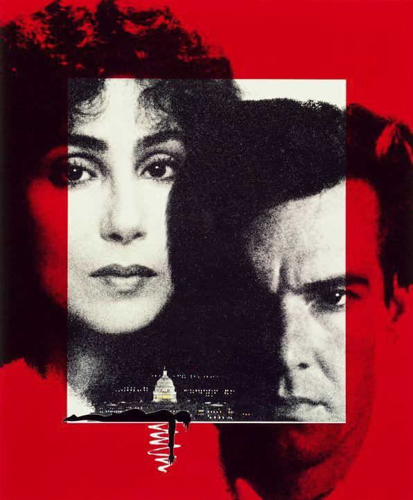 Anwältin Kathleen Riley (Cher, l.) und der karrieresüchtige Geschworene Eddie Sanger (Dennis Quaid, r.) kommen hinter eine Korruptionsaffäre, in die... - Bildquelle: TriStar Pictures
