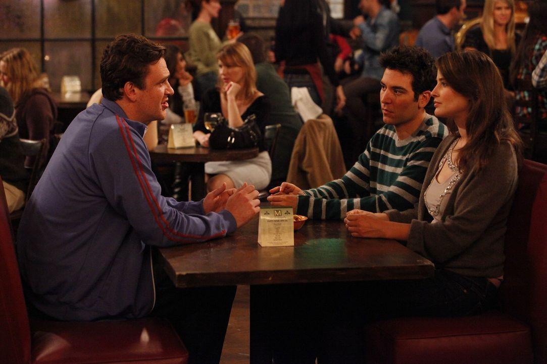 Sind über Barney und seine Taktik Frauen flachzulegen überrascht: Ted (Josh Radnor, M.), Marshall (Jason Segel, l.) und Robin (Cobie Smulders, r.)... - Bildquelle: 20th Century Fox International Television