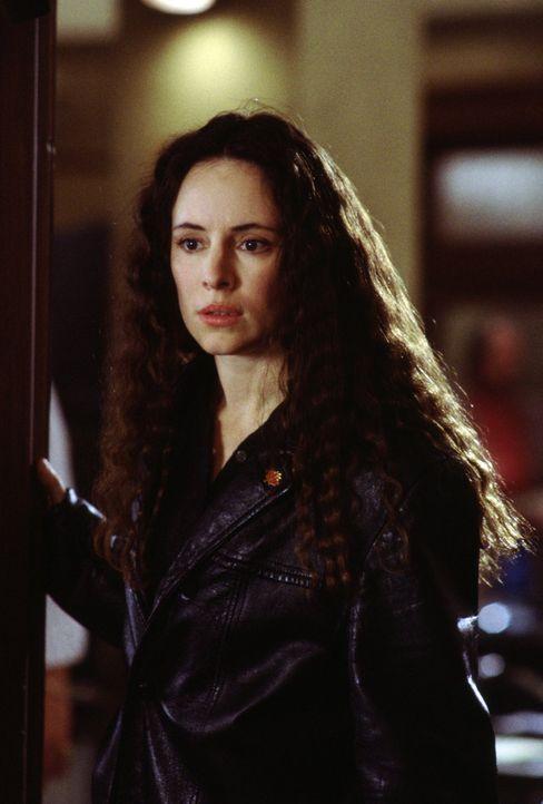 Nach Jahrzehnten kann Emma Brody (Madeleine Stowe) dank einer Augen-Operation plötzlich wieder sehen. Doch als Folge der Behandlung spielen ihr die... - Bildquelle: Warner Bros.