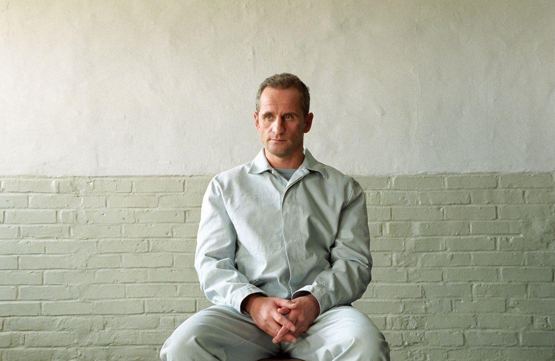 Kann es einfach nicht lassen, noch nicht wirklich in Freiheit plant er schon den nächsten Coup: Ossi Schneider (Tim Wilde) ... - Bildquelle: Universum Film (UFA)