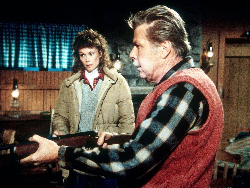 Der Doppelagent Rudolph (Albert Salmi, r.) will in einer Lebenskrise das Geheimdienstgeschäft aufgeben. Amanda (Kate Jackson, l.) gibt sich als sein... - Bildquelle: CBS Television