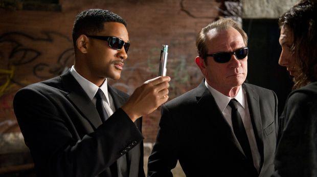 Immer einen Neutralisierer im Gepäck: Die beiden Top-Agenten J (Will Smith, l...