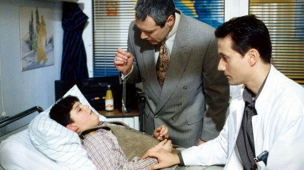 Hallo, Onkel Doc! - Der serbische Junge Branco (Dzemal Kasumovic, l.) wird vo...
