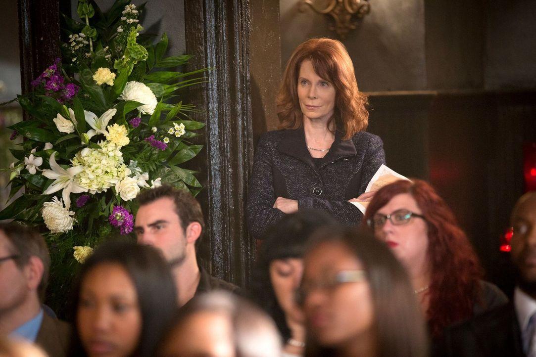 Was führt die Hexe Bastianna (Shannon Eubanks, M.) im Schilde? - Bildquelle: Warner Bros. Television