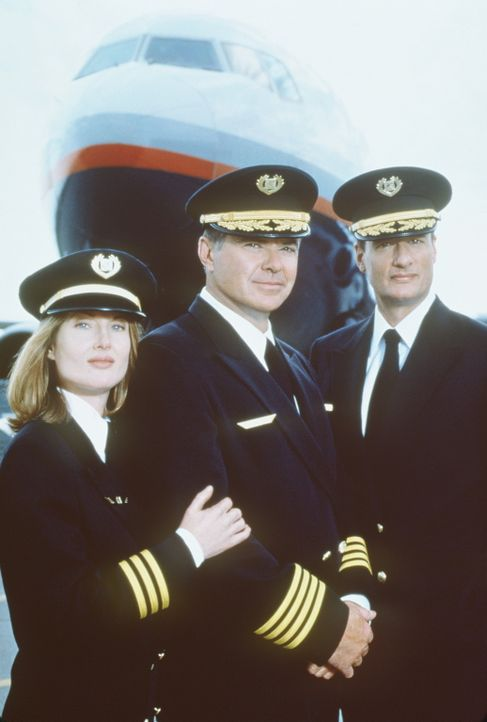 Im Rahmen einer Routineprüfung sichtet Captain George Bouchard (John DeLancie, r.) Captian Glen Singer (Robert Urich, M.) und seine Co-Pilotin Phip...