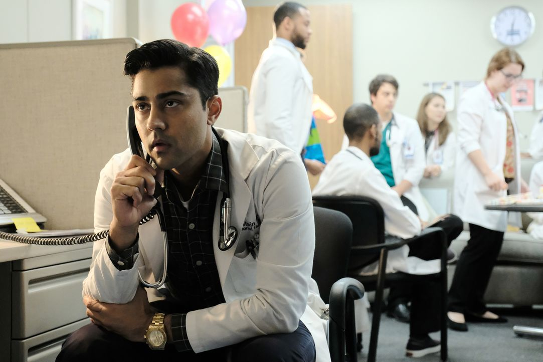 Assistenzarzt Dr. Pravesh (Manish Dayal) hat seine erste Schicht ohne seinen Mentor. Wie wird er sich schlagen? - Bildquelle: Guy D'Alema 2018 Fox and its related entities.  All rights reserved./ Guy D'Alema
