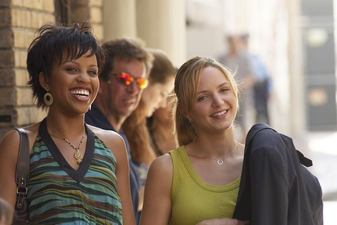 Stephanie (Kellee Stewart, l.) und P.J. (Jordana Spiro, r.) amüsieren sich köstlich ... - Bildquelle: 2006 Sony Pictures Television Inc. All Rights Reserved.