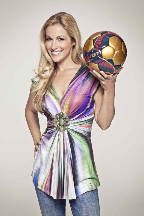 Andrea Kaiser moderiert die Übertragung der UEFA Europa League. - Bildquelle: Bernd Jaworek kabel eins