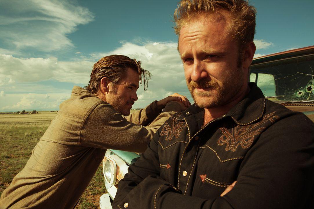 Toby Howard (Chris Pine, l.); Tanner Howard (Ben Foster, r.) - Bildquelle: 2016 CBS Films. All Rights Reserved.