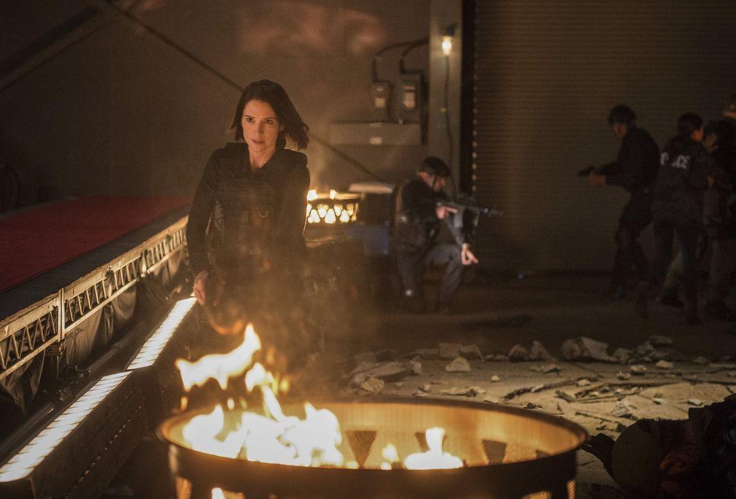 Während Alex (Chyler Leigh) im Auftrag des DEO die tödlichen Alien-Kämpfe zu stoppen versucht, ist sie ihrer neuen Partnerin Maggie gegenüber plötzl... - Bildquelle: 2016 Warner Bros. Entertainment, Inc.