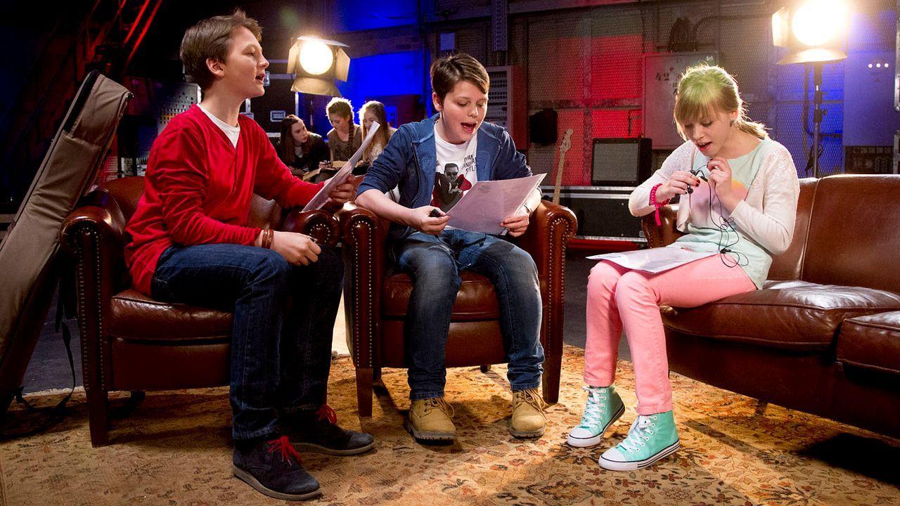 The-Voice-Kids-epi04-Finn-Sean-Thea-5-SAT1-Richard-Huebner - Bildquelle: SAT.1/Richard Hübner