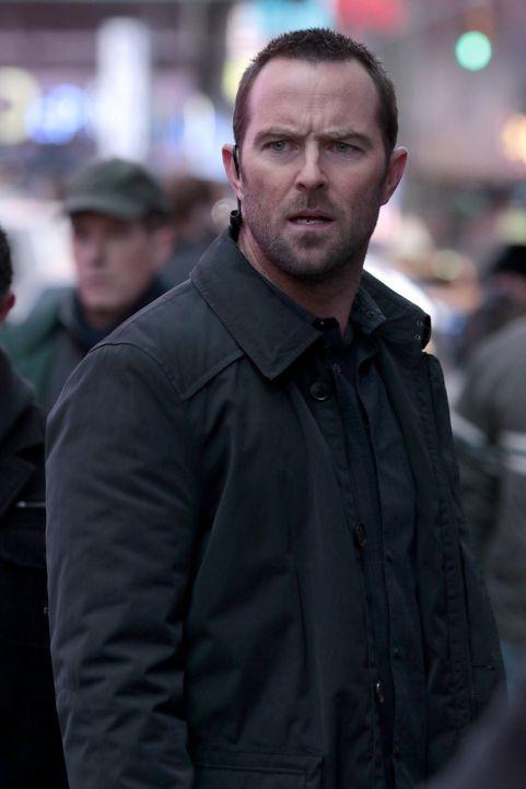 Muss sich mit Terroristen ein gnadenloses Rennen gegen die Zeit liefern: Weller (Sullivan Stapleton) ... - Bildquelle: Warner Brothers